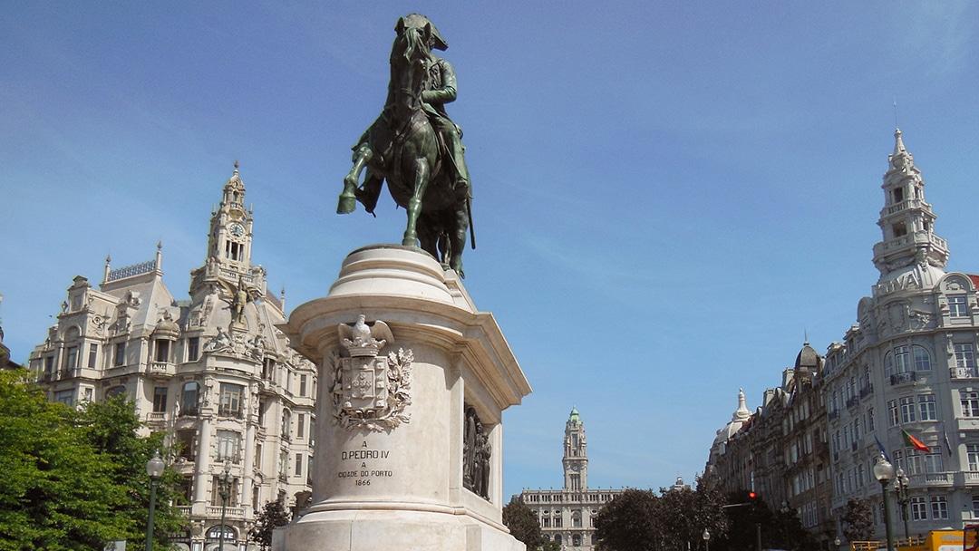 Denkmal Mann auf Pferd in Porto Dom Pedro IV